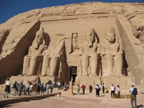 http://www.nerdseyeview.com/blog/wp-content/uploads/2010/04/ramesses-temple.jpg
