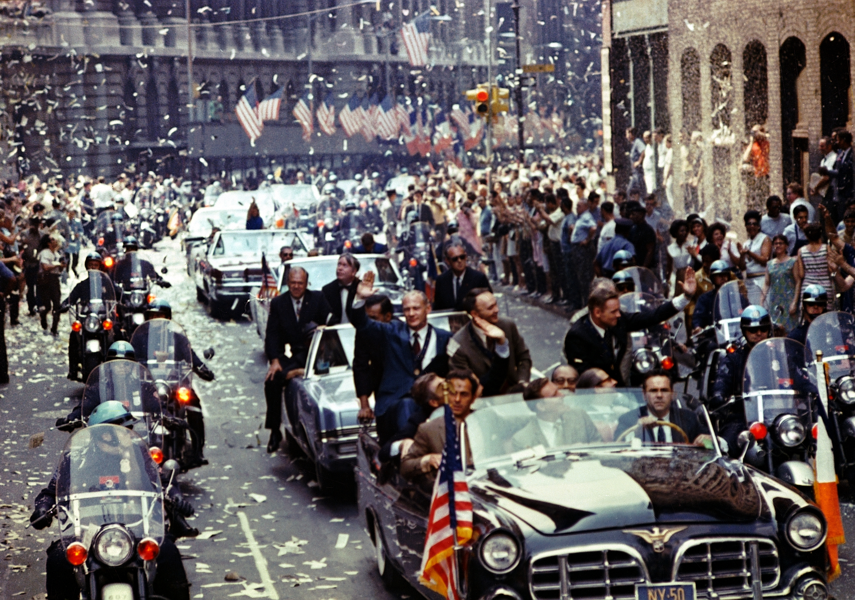Apollo_11_ticker_tape_parade_1
